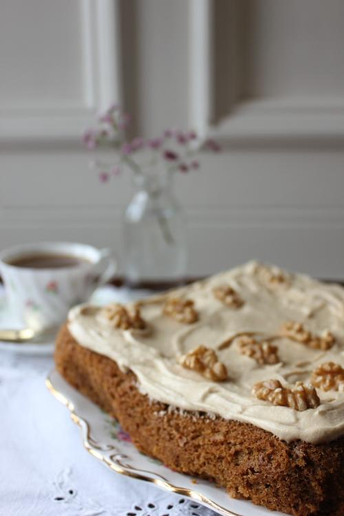 Coffee and walnut traybake