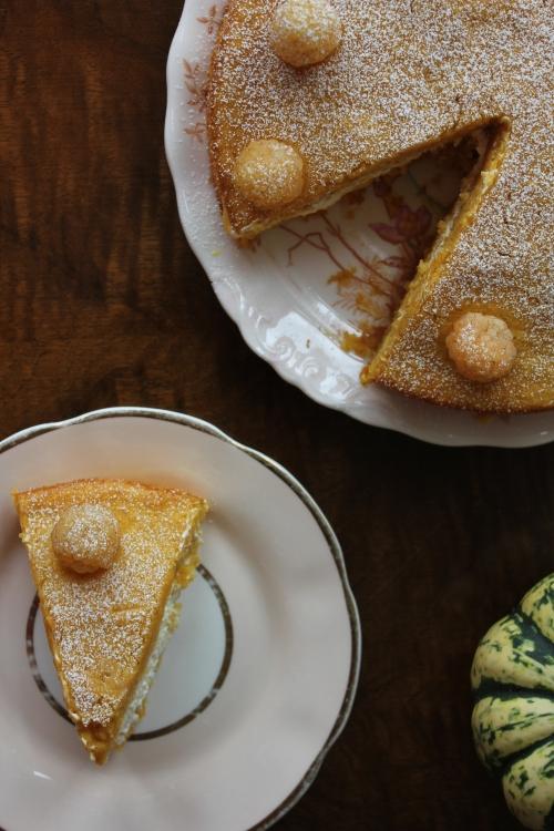 Pumpkin cake with pumpkin curd